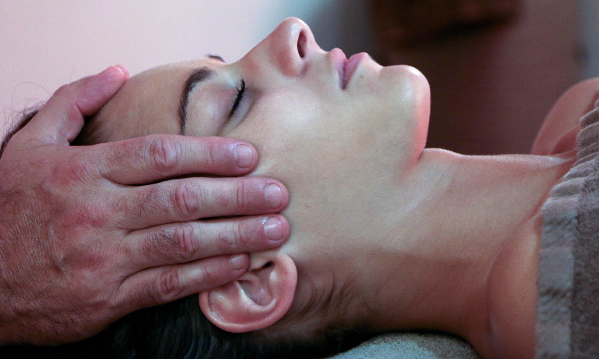 massage-tempe-femme-main