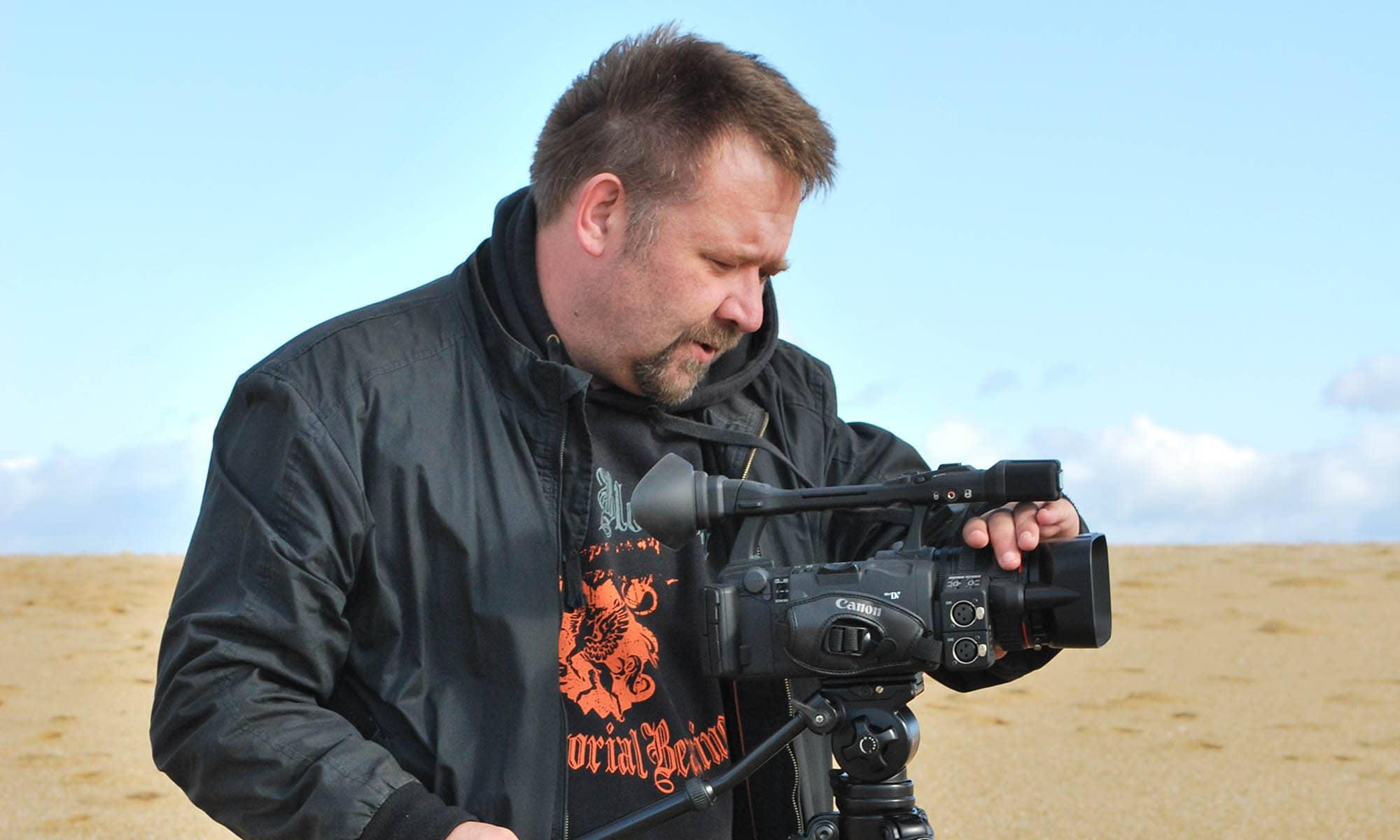 cameraman-plage-desert-camera